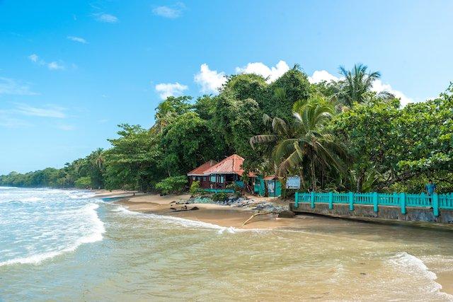 beach in cahuita costa rica