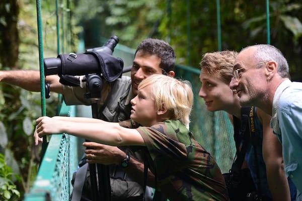 costa-rica-hanging-bridges-observing