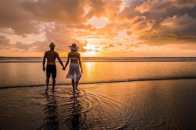 costa-rica-honeymoon-couple-beach
