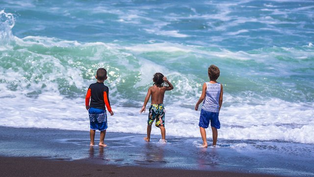 costa-rica-kids-beach
