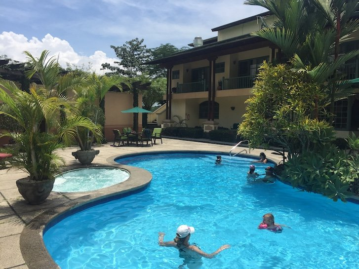costa rica lodging (pool)