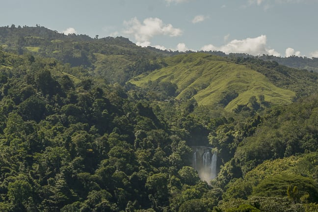 dominical-costa-rica-areial-waterfall