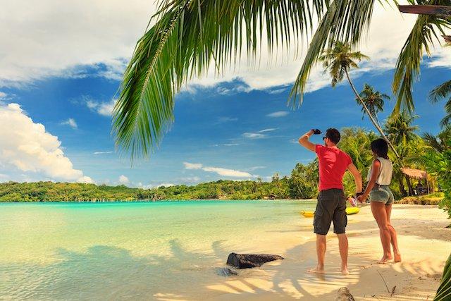 ocean-costa-rica-beach-couple
