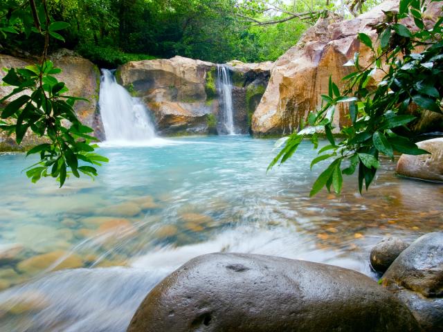 rincon-de-la-vieja-national-park-waterfall